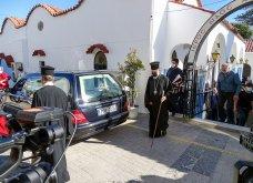 Γυναικοκτονία στη Ρόδο: Σε κλίμα βαθιάς οδύνης η κηδεία της 32χρονης  Δώρας - Καταρρακωμένοι οι γονείς της (φωτό - βίντεο))   - Κυρίως Φωτογραφία - Gallery - Video 9