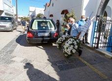 Γυναικοκτονία στη Ρόδο: Σε κλίμα βαθιάς οδύνης η κηδεία της 32χρονης  Δώρας - Καταρρακωμένοι οι γονείς της (φωτό - βίντεο))   - Κυρίως Φωτογραφία - Gallery - Video 11