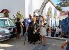 Γυναικοκτονία στη Ρόδο: Σε κλίμα βαθιάς οδύνης η κηδεία της 32χρονης  Δώρας - Καταρρακωμένοι οι γονείς της (φωτό - βίντεο))   - Κυρίως Φωτογραφία - Gallery - Video 18