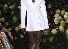 Ρομαντική η νέα κολεξιόν του Michael Kors: Τα λαμπερά, μαύρα φορέματα της Gigi & της Kendall, τα γαλάζια ή ροζ σύνολα (φωτό & βίντεο) - Κυρίως Φωτογραφία - Gallery - Video 27
