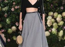 Ρομαντική η νέα κολεξιόν του Michael Kors: Τα λαμπερά, μαύρα φορέματα της Gigi & της Kendall, τα γαλάζια ή ροζ σύνολα (φωτό & βίντεο) - Κυρίως Φωτογραφία - Gallery - Video 57