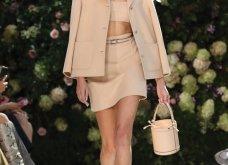 Ρομαντική η νέα κολεξιόν του Michael Kors: Τα λαμπερά, μαύρα φορέματα της Gigi & της Kendall, τα γαλάζια ή ροζ σύνολα (φωτό & βίντεο) - Κυρίως Φωτογραφία - Gallery - Video 10