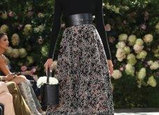 Ρομαντική η νέα κολεξιόν του Michael Kors: Τα λαμπερά, μαύρα φορέματα της Gigi & της Kendall, τα γαλάζια ή ροζ σύνολα (φωτό & βίντεο) - Κυρίως Φωτογραφία - Gallery - Video 54