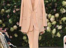Ρομαντική η νέα κολεξιόν του Michael Kors: Τα λαμπερά, μαύρα φορέματα της Gigi & της Kendall, τα γαλάζια ή ροζ σύνολα (φωτό & βίντεο) - Κυρίως Φωτογραφία - Gallery - Video 15