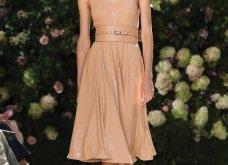 Ρομαντική η νέα κολεξιόν του Michael Kors: Τα λαμπερά, μαύρα φορέματα της Gigi & της Kendall, τα γαλάζια ή ροζ σύνολα (φωτό & βίντεο) - Κυρίως Φωτογραφία - Gallery - Video 22