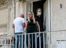 Συγκλονιστικές οι εικόνες έξω από το σπίτι του Μίκη Θεοδωράκη: Βουβός ο πόνος - Με χειροκροτήματα τον αποχαιρέτησαν συγγενείς & φίλοι  - Κυρίως Φωτογραφία - Gallery - Video 4