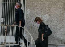 Συγκλονιστικές οι εικόνες έξω από το σπίτι του Μίκη Θεοδωράκη: Βουβός ο πόνος - Με χειροκροτήματα τον αποχαιρέτησαν συγγενείς & φίλοι  - Κυρίως Φωτογραφία - Gallery - Video 5