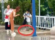 Ασύλληπτη σκληρότητα: Η γιαγιά πέταξε κάτω το νεογέννητο της 15χρονης κόρης της στο δρόμο (Φωτό) - Κυρίως Φωτογραφία - Gallery - Video