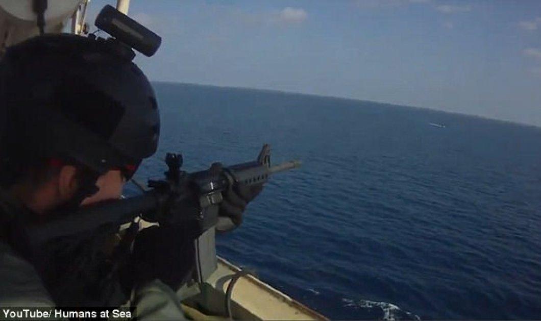 Βίντεο με εκατομμύρια views: Ιδιωτικοί φρουροί διώχνουν με καταιγισμό πυρών Σομαλούς πειρατές - Κυρίως Φωτογραφία - Gallery - Video