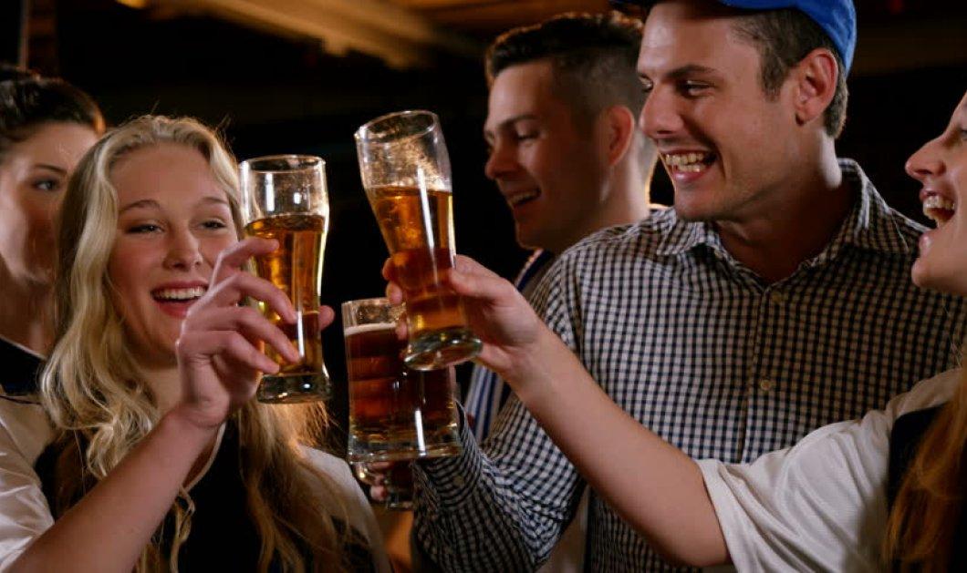 """""""Στην υγειά μας"""" με μια παγωμένη μπύρα - Τα πολλαπλά οφέλη της """"βασίλισσας"""" του καλοκαιριού - Κυρίως Φωτογραφία - Gallery - Video"""