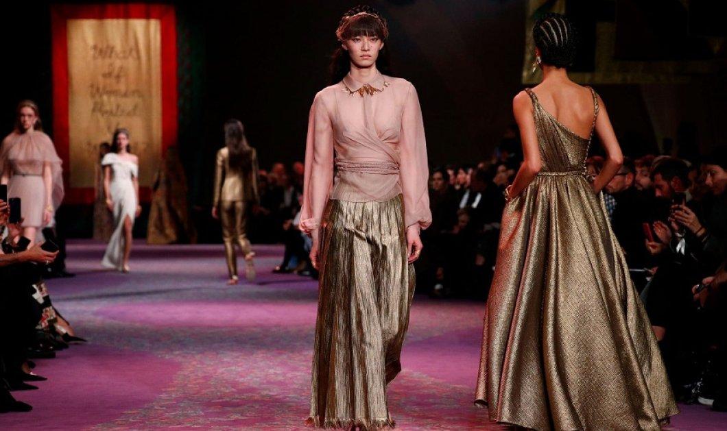 """Made in Greece"" η εντυπωσιακή συλλογή του Dior - Η πασαρέλα - μήτρα στο Παρίσι γέμισε αρχαίες Ελληνίδες Θεές ντυμένες με υπέροχα ρούχα (φώτο -βίντεο) - Κυρίως Φωτογραφία - Gallery - Video"