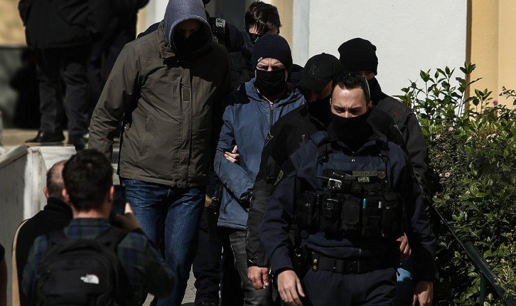 """Υπόθεση Λιγνάδη: Γιατί ανακρίτρια & εισαγγελέας είπαν """"όχι"""" στο βραχιολάκι & αποφάσισαν προφυλάκιση - Επιβεβαίωσαν τα άλλοθι οι μάρτυρες υπεράσπισης  - Κυρίως Φωτογραφία - Gallery - Video"""