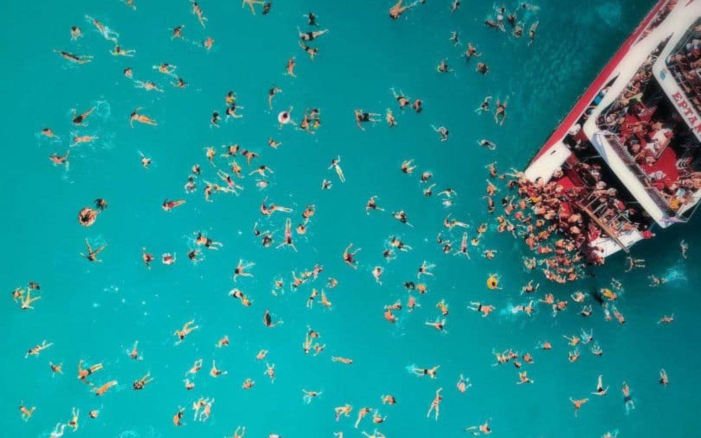 Απολαυστικές βουτιές στα καταγάλανα νερά του Ιονίου – Υπέροχη φωτογραφική λήψη από τον Κώστα Σπαθή  [Δείτε περισσότερες φωτογραφίες στο madeingreece.news]  - Κυρίως Φωτογραφία - Gallery - Video