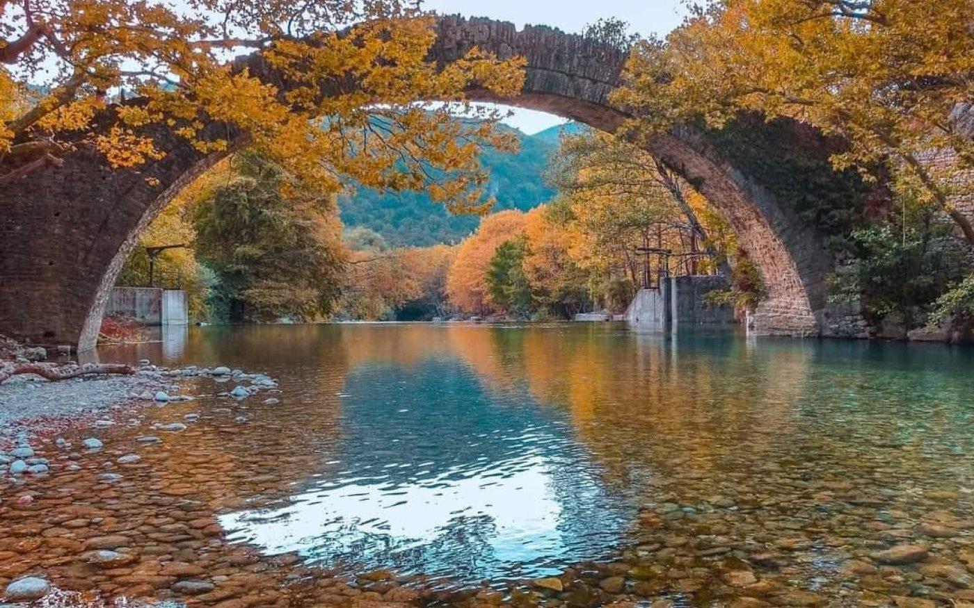 Φωτό ημέρας: Υπέροχη φθινοπωρινή Ελλάδα - Το γραφικό πέτρινο γεφύρι της Κλειδωνιάς/ Photo: @georgepapanas/ instagram - Κυρίως Φωτογραφία - Gallery - Video
