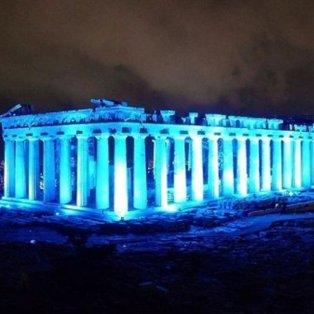 Φωτογραφία της ημέρας: Ο ιερός βράχος της Ακρόπολης στα μπλε προς χάρη της Unicef - Συναρπαστική η λήψη της Μαρίνας Βερνίκου - Κυρίως Φωτογραφία - Gallery - Video