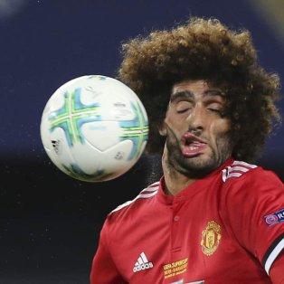 Ο Marouane Fellaini δέχεται την μπάλα στο πρόσωπο και αλλάζει... όψη στον αγώνα του UEFA Super Cup με τη Manchester United και την Real Madrid - Φωτογραφία AP Photo/Boris Grdanoski - Κυρίως Φωτογραφία - Gallery - Video