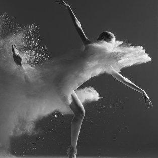 Φωτό ημέρας: Χορεύοντας στην άμμο – Μια εντυπωσιακή εικόνα/ Photo: Instagram  @ayakovlevcom⠀ - Κυρίως Φωτογραφία - Gallery - Video