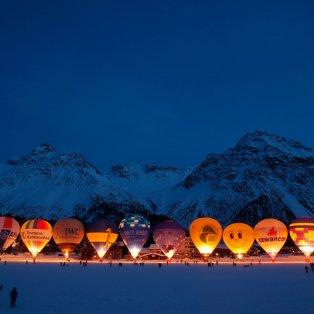 4/2/2015 - Εκπληκτικό στιγμιότυπο με τα αερόστατα παρατεταγμένα & έτοιμα να απογειωθούν στον ουρανό της Ελβετίας! Picture: REUTERS - Κυρίως Φωτογραφία - Gallery - Video