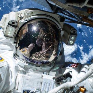 25/2/2015 - Η selfie του αστροναύτη Barry Wilmore από τον Διεθνή Διαστημικό Σταθμό με φόντο τη γη! Picture: Nasa/Rex - Κυρίως Φωτογραφία - Gallery - Video