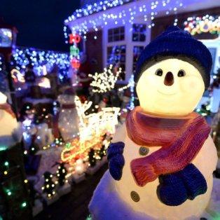 20/12/2014 - Σε Χριστουγεννιάτικο mood πλέον όλη η υφήλιος - Φωτογραφία από το New Milton στο Hampshire - Picture: Andrew Mathews/PA  - Κυρίως Φωτογραφία - Gallery - Video