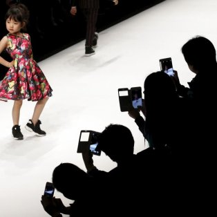 5/4/2015 - Στιγμιότυπο από την παιδική πασαρέλα στο China Fashion Week στο Πεκίνο! REUTERS/Kim Kyung-Hoon - Κυρίως Φωτογραφία - Gallery - Video