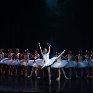 17/4/2015 - Στιγμιότυπο από το Joburg & Liaoning μπαλέτο της Κίνας από τον τελευταίο τους χορό! Picture: AP  - Κυρίως Φωτογραφία - Gallery - Video
