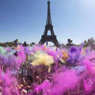 20/4/2015 - Πανέμορφη φωτό με χρώματα & πλήθος κόσμου από το ετήσιο ''Colour Run'' στο Παρίσι! Picture: AFP/Getty Images  - Κυρίως Φωτογραφία - Gallery - Video