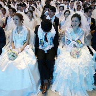 4/3/15: 3.800 νυφούλες & άλλοι τόσοι γαμπροί διάβηκαν ταυτόχρονα της... εκκλησιάς την πόρτα στη Ν. Κορέα! Μοναδικό! Φωτό: Kim Hong-Ji/Reuters - Κυρίως Φωτογραφία - Gallery - Video