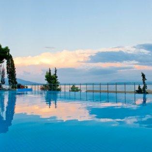 Αν δε χαλαρώσεις τώρα που είναι καλοκαίρι τότε πότε; Φωτογραφία ημέρας από τον Χρήστο Δράζo/ Ξενοδοχείο Kontokali Bay Resort & Spa - Κυρίως Φωτογραφία - Gallery - Video