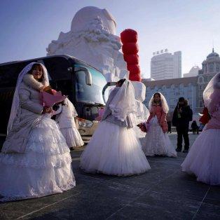 Εντυπωσιακές οι νύφες στον ομαδικό γάμο με πολικό ψύχος στο Φεστιβάλ πάγου της Κίνας - Aly Song/Reuters  - Κυρίως Φωτογραφία - Gallery - Video