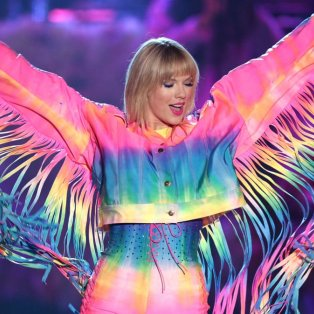 Όλα τα χρώματα του Ουράνιου Τόξου στο φαντασμαγορικό outfit της Taylor Swift - John Salangsang/Rex/Shutterstock - Κυρίως Φωτογραφία - Gallery - Video