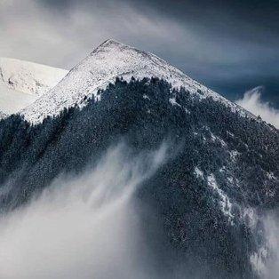 Όλυμπος: Επιβλητικό & αγέρωχο το χιονισμένο βουνό σου κλέβει την ανάσα - Φώτο: @reasonstovisitgreece [Δείτε περισσότερα στο madeingreece.news]   - Κυρίως Φωτογραφία - Gallery - Video