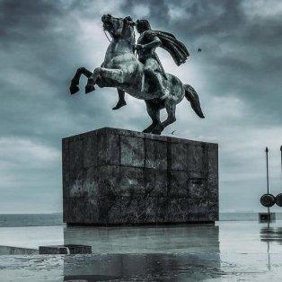 Θεσσαλονίκη: Το επιβλητικό μπρούτζινο άγαλμα του Μεγάλου Αλεξάνδρου σε μία καταπληκτική λήψη - Φώτο: @alexiv93 [Δείτε περισσότερες φωτογραφίες στο madeingreece.news]  - Κυρίως Φωτογραφία - Gallery - Video