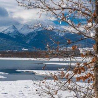 Μία μαγεία η χιονισμένη λίμνη Πλαστήρα - Φώτο: @visitgreecegr [Δείτε περισσότερες φωτογραφίες στο madeingreece.news] - Κυρίως Φωτογραφία - Gallery - Video
