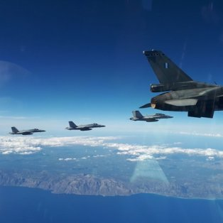 """Φωτογραφία Ημέρας: Τα F-16 της Πολεμικής Αεροπορίας """"σκίζουν"""" τον ελληνικό ουρανό/ PHOTO: EUROKINISSI/ ΓΕΑ - Κυρίως Φωτογραφία - Gallery - Video"""