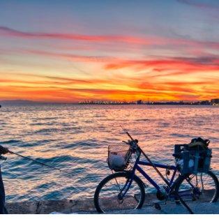 Φωτό ημέρας: Ερασιτέχνης ψαράς ψαρεύει στην παραλία της Θεσσαλονίκης το ηλιοβασίλεμα/ Photo: EUROKINISSI - ΒΕΡΒΕΡΙΔΗΣ ΒΑΣΙΛΗΣ - Κυρίως Φωτογραφία - Gallery - Video