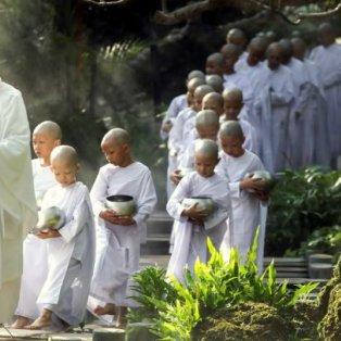 Μικροί Βουδιστές παντού στο Songkran Festival στην Ταϊλάνδη – Credits Athit Perawongmetha/ Reuters - Κυρίως Φωτογραφία - Gallery - Video