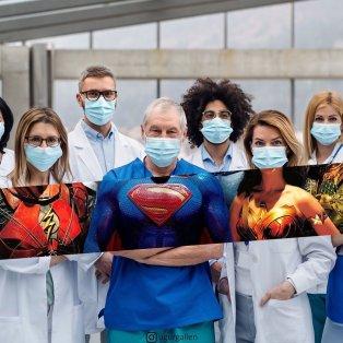 Εκπληκτική φωτογραφία ημέρας: Νοσοκόμοι και γιατροί, Superman, Wonder Woman & Φλας/ Photo: @ugurgallen - Κυρίως Φωτογραφία - Gallery - Video