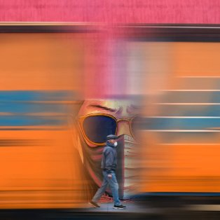 Η εκπληκτική φωτογραφία του Λαρισαίου Γιώργου Νατσιούλη: Στους δρόμους με μάσκα & παιχνιδίσματα με τον φακό/ Photo: @george_natsioulis - Κυρίως Φωτογραφία - Gallery - Video