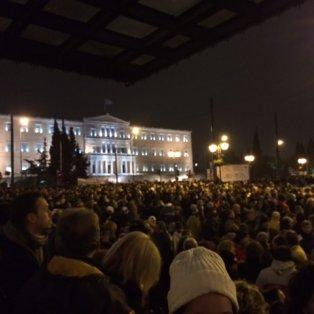 11/2/15: Ενόψει Eurogroup 10.000 Έλληνες πολίτες διαμαρτυρήθηκαν ειρηνικά στην πλατεία Συντάγματος κατά της λιτότητας - Φωτό: Ειρήνη Νικολοπούλου - Κυρίως Φωτογραφία - Gallery - Video