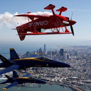 Η μοίρα του Αμερικανικού ναυτικού Blue Angels και ο πιλότος της Team Oracle πάνω από τον κόλπο του Σαν Φρανσίσκο- Φωτογραφία: REUTERS / STEPHEN LAM - Κυρίως Φωτογραφία - Gallery - Video