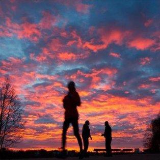 Ονειρικά χρώματα από την ανατολή του ηλίου στο Αμβούργο της Γερμανία - Φωτογραφία: EPA / CHRISTIAN CHARISUS - Κυρίως Φωτογραφία - Gallery - Video