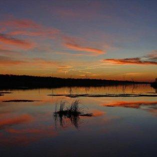 Ονειρική η ανατολή του ήλιου πάνω από τη λίμνη Fork στο Τέξας των ΗΠΑ - Φωτογραφία: EPA / LARRY W. SMITH - Κυρίως Φωτογραφία - Gallery - Video
