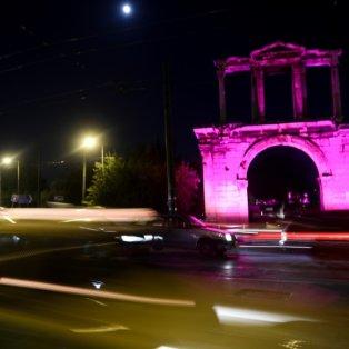Οι Στύλοι του Ολυμπίου Διός φωτισμένοι στα ροζ για την εκστρατεία καταπολέμησης του καρκίνου του μαστού (Φωτό: Eurokinissi / Φωτογράφος: Γιώργος Παναγόπουλος) - Κυρίως Φωτογραφία - Gallery - Video