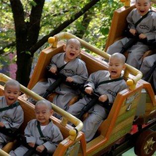 Μίνι βουδιστές – μοναχοί διασκεδάζουν πριν κλειστούν στα μοναστήρια – Credits: Reuters/ Kim Hong-Ji - Κυρίως Φωτογραφία - Gallery - Video