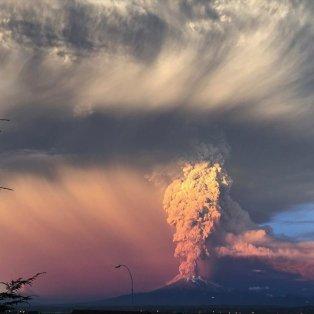 24/4/15 «Ξύπνησε» μετά από 40 χρόνια το ηφαίστειο Καλμπούκο - Ένα τεράστιο μανιτάρι τέφρας σκέπασε τη Χιλή - Φωτό: Reuters/Stringer - Κυρίως Φωτογραφία - Gallery - Video