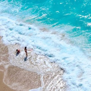 Φωτό ημέρας η παραλία Κάθισμα στην Λευκάδα - παίζοντας με τα κύματα!/ @christosbouzakis - Κυρίως Φωτογραφία - Gallery - Video