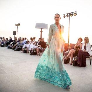 Η ομορφιά του δειλινού σε αρμονία με την καλλονή του μοντέλου στο νέο Astir Four Seasons – Studio Panoulis - Κυρίως Φωτογραφία - Gallery - Video
