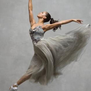 Φωτό ημέρας η ασύλληπτη ομορφιά της μπαλαρίνας - Αψηφά με το σώμα της την βαρύτητα - Photo: © NYC Dance Project - Κυρίως Φωτογραφία - Gallery - Video
