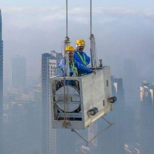 Φωτό ημέρας: Κάποιοι εργάζονται στα ψηλά με θέα τους ουρανοξύστες! Τολμάτε; Credits: Zohaib Anjum  - Κυρίως Φωτογραφία - Gallery - Video